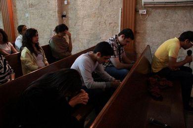 جبل صلاة ومُفاجأة عيد القسيس بلال وزوجته لينا